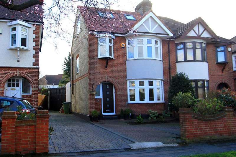 4 Bedrooms Semi Detached House for sale in Summit Drive, Woodford Green, London, IG8 8QP