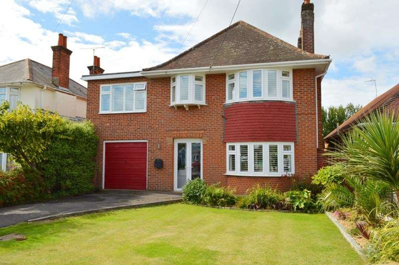 4 Bedrooms Detached House for sale in Lulworth Avenue, Hamworthy Park, Poole, Dorset, BH15 4DQ