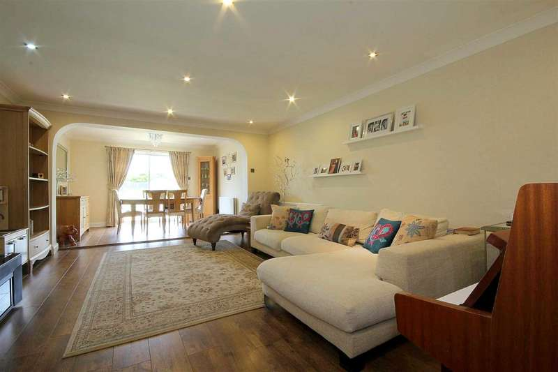 3 Bedrooms House for sale in WELL PRESENTED and EXTENDED 3 BEDroom in Stuarts Close, HP3