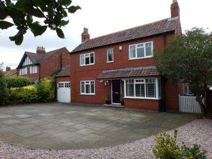 4 Bedrooms Detached House for sale in Ainderby Road, Northallerton