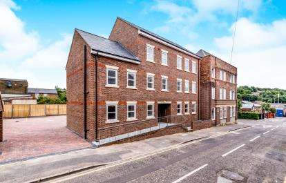2 Bedrooms Flat for sale in St. Judes Court, 54 Duke Street, Luton, Bedfordshire