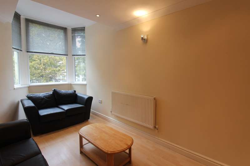 4 Bedrooms Flat for rent in Ruthin Gardens, Cathays, Cardiff