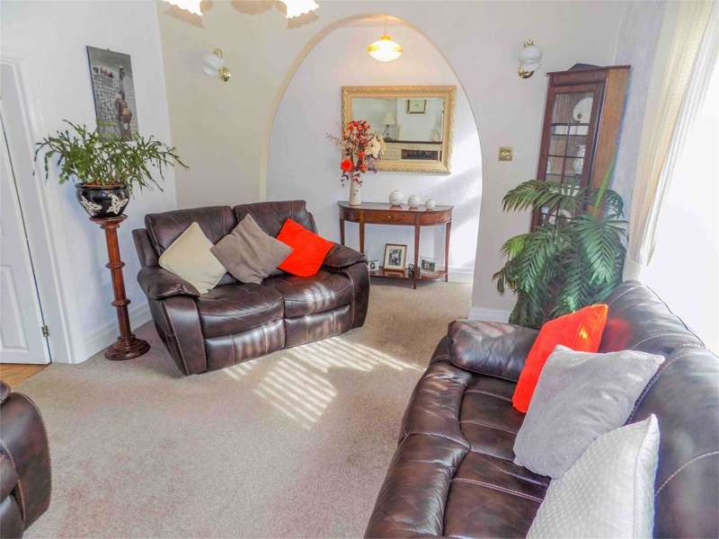 2 Bedrooms Detached House for sale in Clarence Street, Leyland, PR25