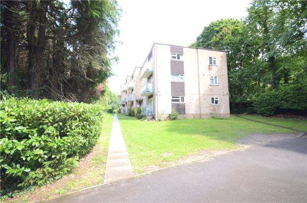 2 Bedrooms Apartment Flat for sale in Highgate Court, 119 Highgate Lane, Farnborough