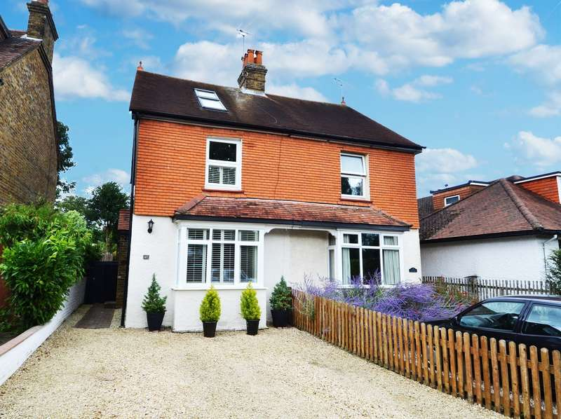 3 Bedrooms Semi Detached House for sale in Straight Bit, Flackwell Heath, HP10