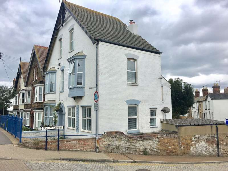 1 Bedroom Flat for sale in Harbour Street, Whitstable, CT5