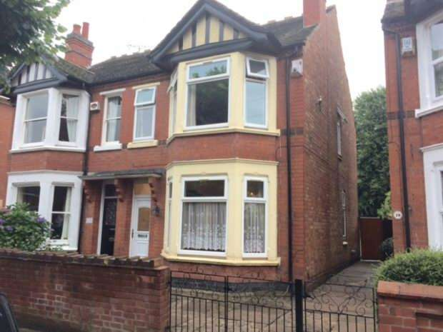 3 Bedrooms Semi Detached House for sale in Manor Park Road, Nuneaton