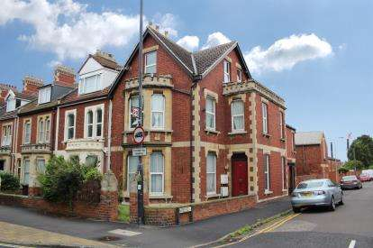 4 Bedrooms Maisonette Flat for sale in Avonmouth Road, Bristol