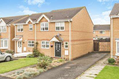 3 Bedrooms Semi Detached House for sale in Middleham Close, Sandy, Bedfordshire