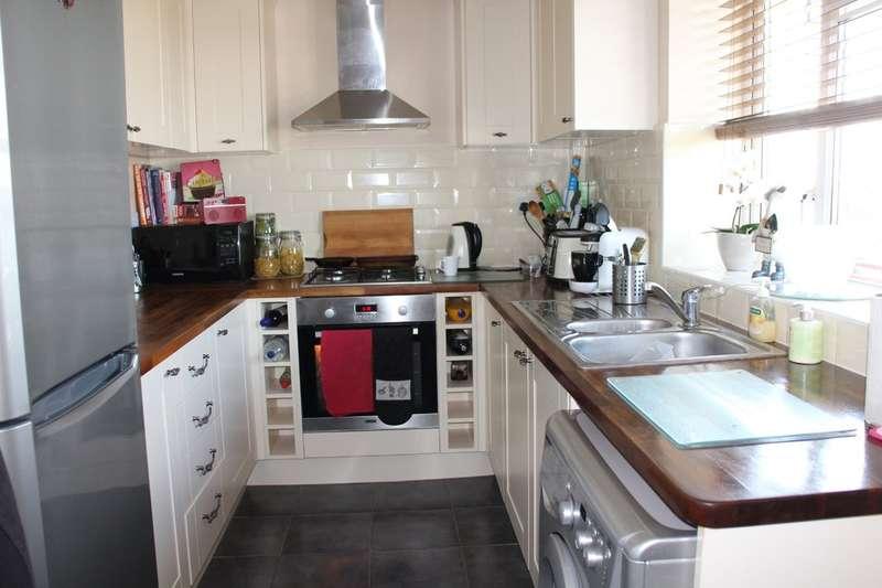 1 Bedroom Flat for sale in Wythenshawe Road, Dagenham