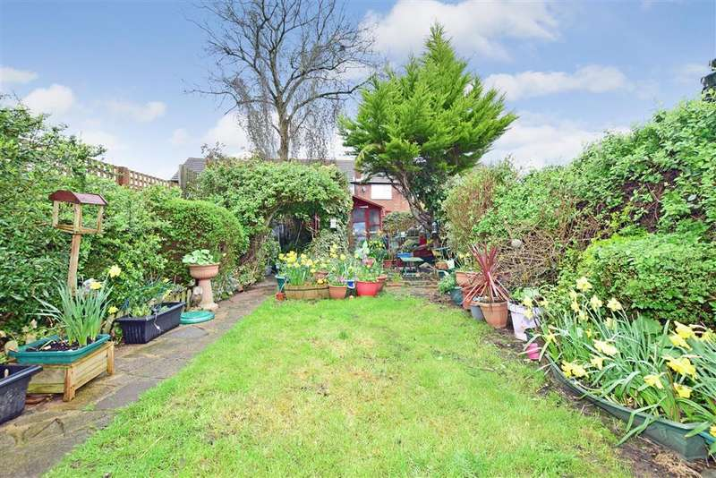 3 Bedrooms Terraced House for sale in Woodland Avenue, Hutton, Brentwood, Essex