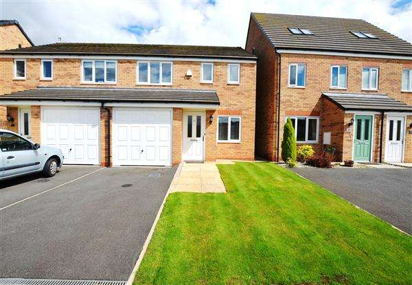 3 Bedrooms Semi Detached House for sale in Gadwall Croft, Newcastle, Newcastle-under-Lyme
