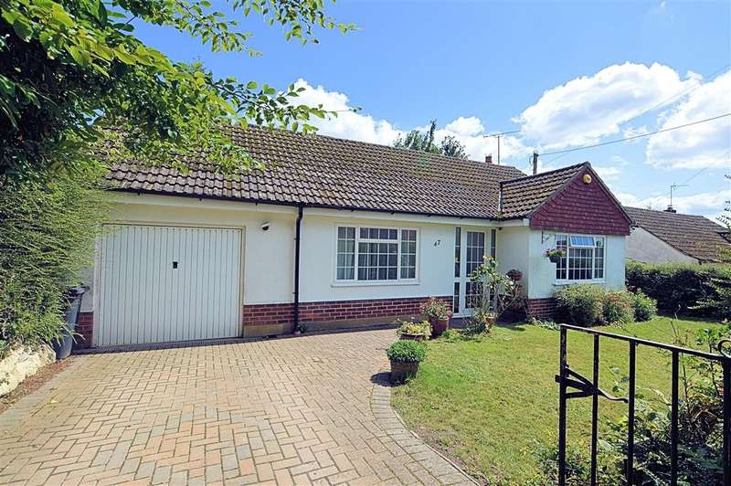 2 Bedrooms Detached Bungalow for sale in The Avenue, Mortimer Common, Reading, RG7