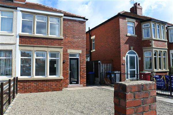 2 Bedrooms Semi Detached House for sale in Kingscote Drive, Blackpool