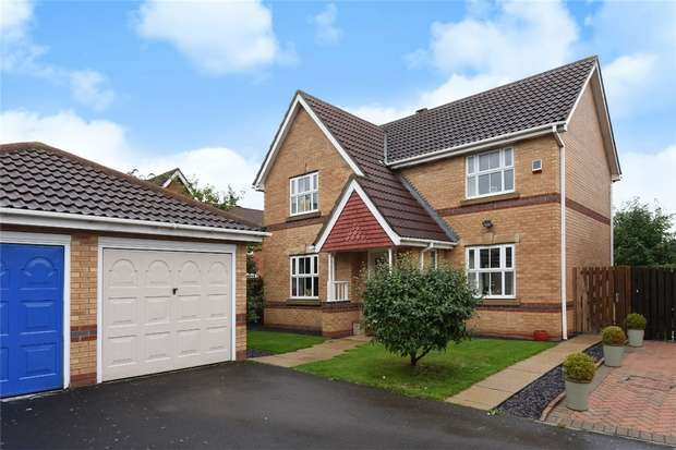 3 Bedrooms Detached House for sale in Sundew Close, Bedford