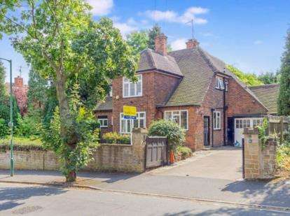 4 Bedrooms Detached House for sale in Oundle Drive, Wollaton, Nottingham, Nottinghamshire