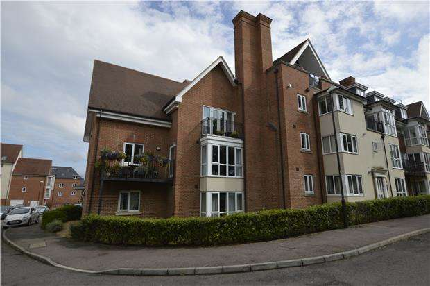 2 Bedrooms Flat for sale in Crawley, RH10
