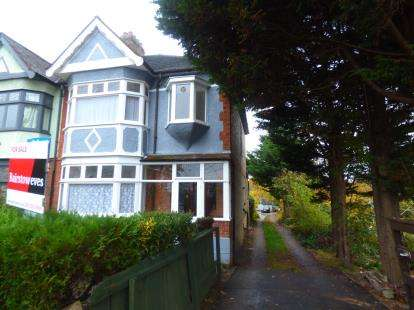 End Of Terrace House for sale in Walthamstow, London, Uk