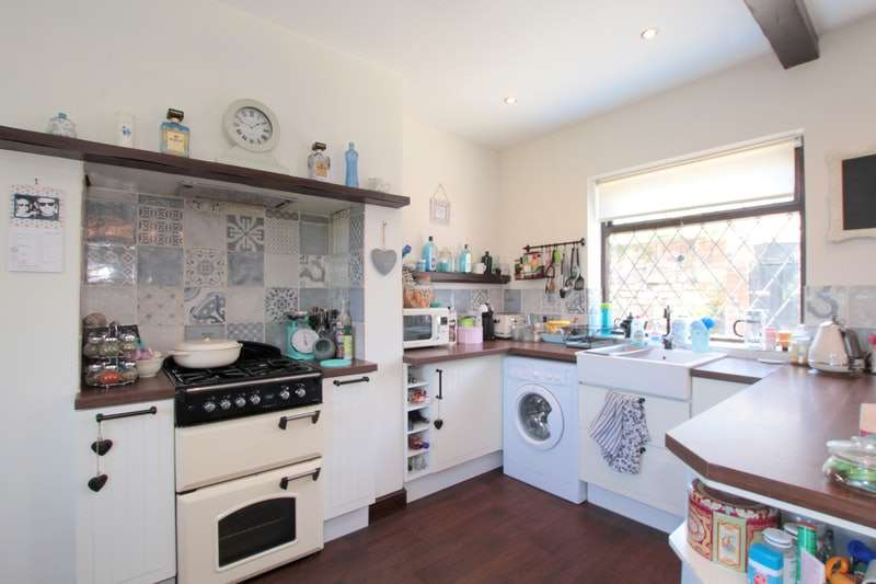 2 Bedrooms Terraced House for sale in Bargess Terrace, Kippax, Leeds, LS25