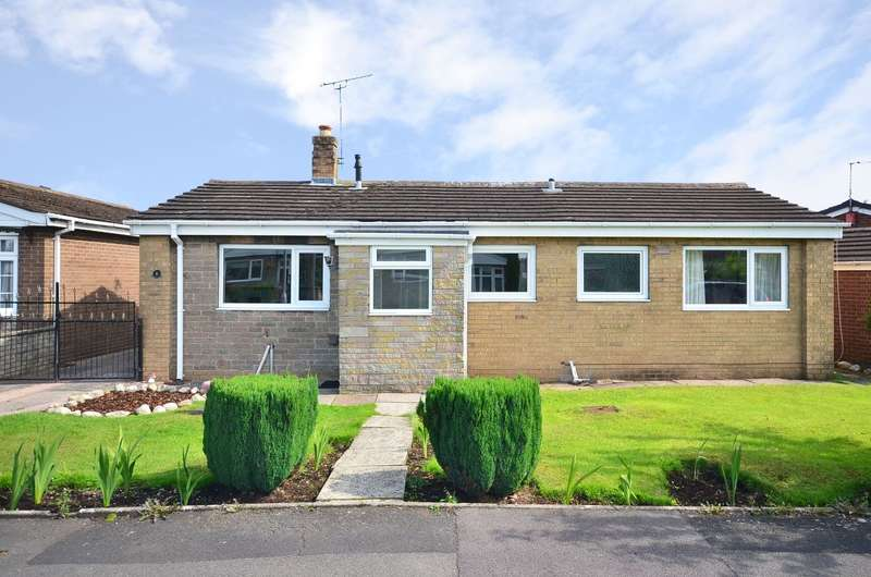 3 Bedrooms Bungalow for sale in Stranraer Close, Weston Coyney, ST3 6RH