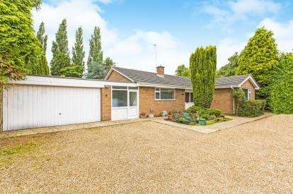 3 Bedrooms Bungalow for sale in High Street, Offord Cluny, St Neots, Cambridgeshire
