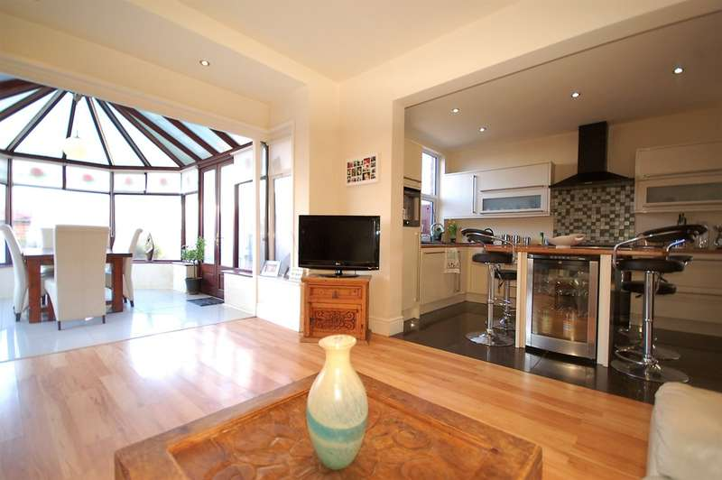 5 Bedrooms Detached House for sale in Second Avenue, South Shore