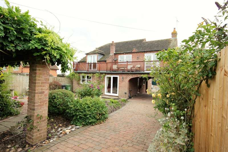 3 Bedrooms Detached House for sale in Froxmere Road, Crowle, Worcester, WR7