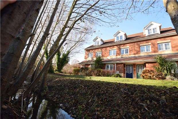 2 Bedrooms Maisonette Flat for sale in Dougall Close, TN2 3GN