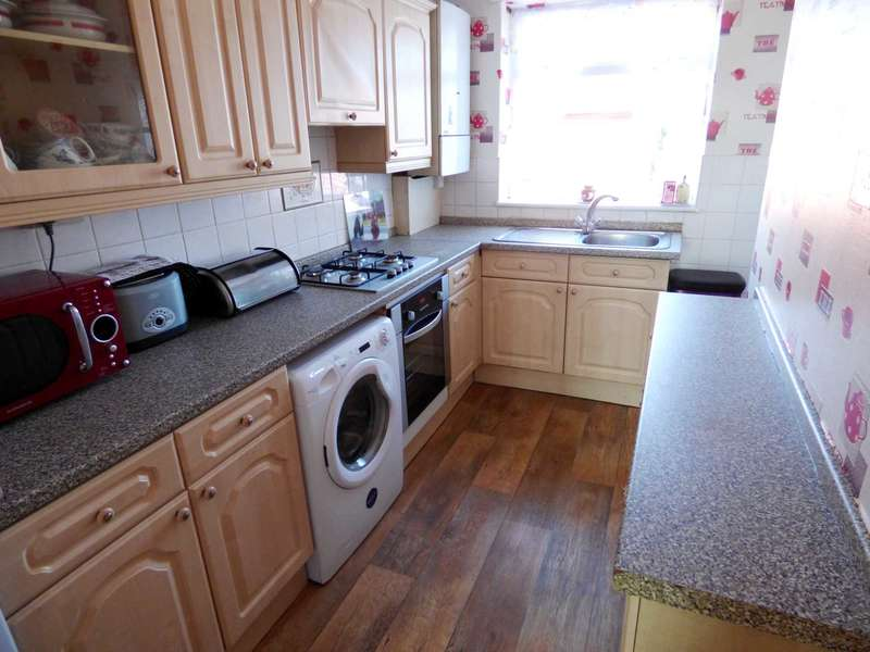3 Bedrooms Semi Detached House for sale in *** REDUCED *** York Road, Redcar