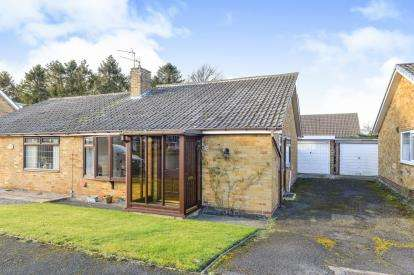 2 Bedrooms Bungalow for sale in Angrove Close, Great Ayton, Middlesbrough, North Yorkshire
