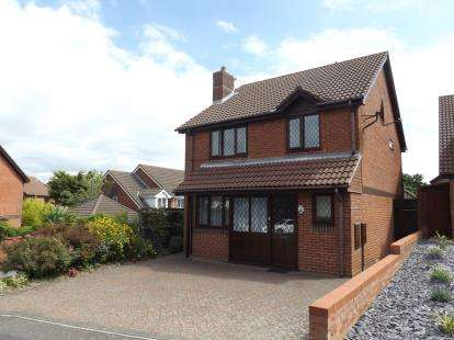 4 Bedrooms Detached House for sale in Littledown, Bournemouth, Dorset