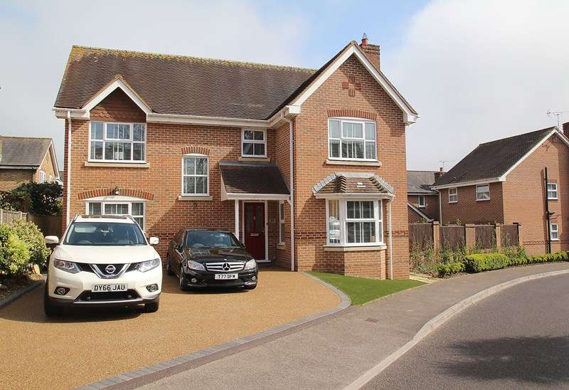 4 Bedrooms Detached House for sale in Shearwater Avenue, Fareham