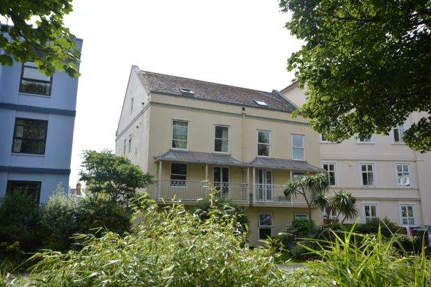 2 Bedrooms Flat for sale in Western Court, Sidmouth, Devon