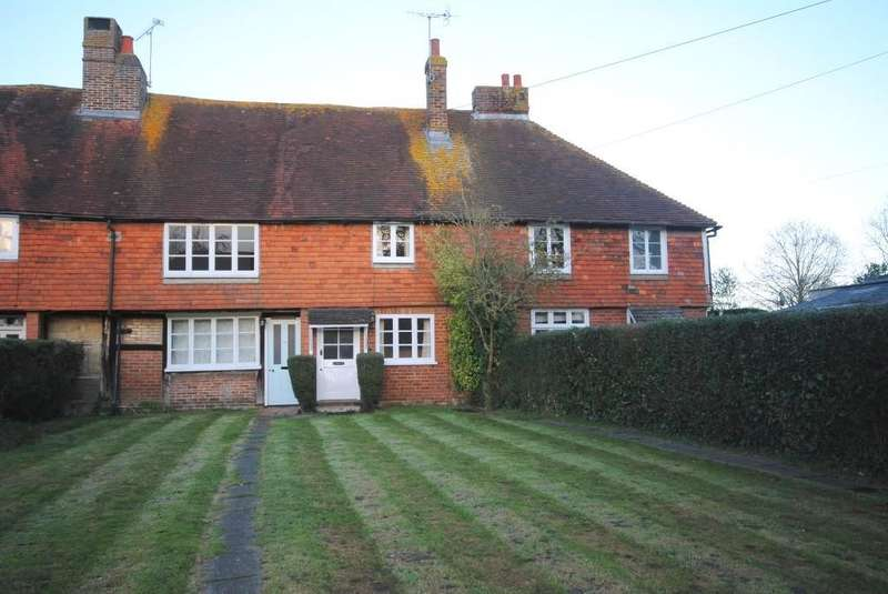 2 Bedrooms Terraced House for rent in Lingfield, Surrey