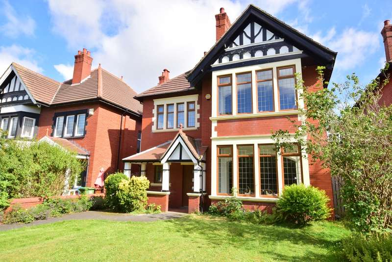 5 Bedrooms Detached House for sale in St Annes Road East, Lytham St Annes, FY8