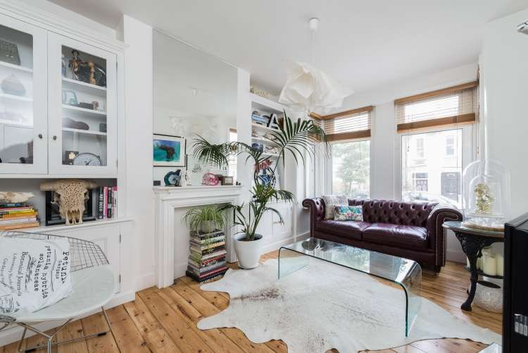 2 Bedrooms Maisonette Flat for sale in Eversley Road Charlton SE7