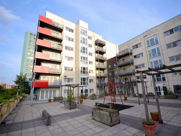 2 Bedrooms Flat for sale in Grand Union Heights, Northwick Road, WEMBLEY
