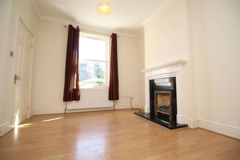 2 Bedrooms Property for sale in Clarendon Road, Ashford, TW15