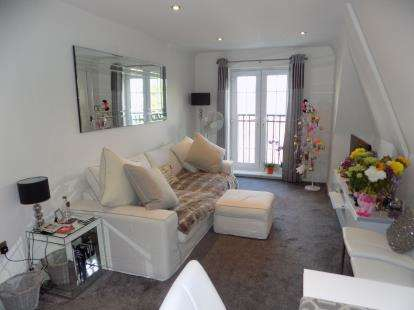 2 Bedrooms Flat for sale in Grange Drive, Streetly, Sutton Coldfield, West Midlands
