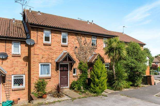 2 Bedrooms Terraced House for sale in Guildford, Surrey