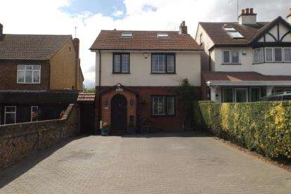 2 Bedrooms Detached House for sale in Chigwell, Essex, Uk