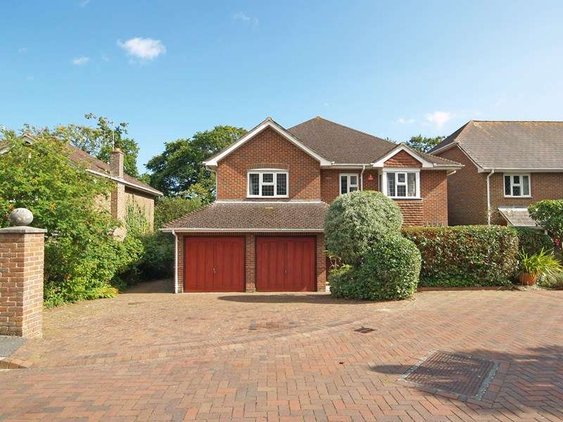 5 Bedrooms Detached House for sale in Bute Drive, Highcliffe-On-Sea, Christchurch