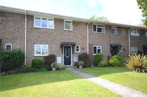 3 Bedrooms Terraced House for sale in Lindum Dene, Aldershot, Hampshire