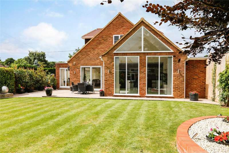 4 Bedrooms Detached House for sale in Christopher Close, Naphill, High Wycombe, Buckinghamshire, HP14