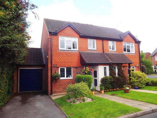 3 Bedrooms Semi Detached House for sale in Hatch Warren, Basingstoke, Hampshire