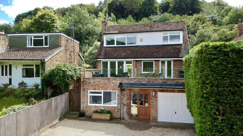 4 Bedrooms Detached House for sale in Perks Lane, Prestwood, HP16