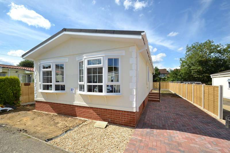 2 Bedrooms Detached Bungalow for sale in Alderholt