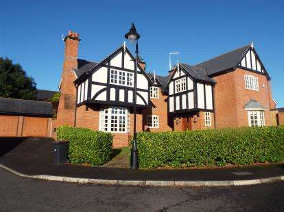 5 Bedrooms Detached House for sale in Westwood Close, Weston, Crewe, Cheshire