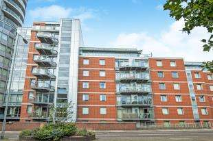 2 Bedrooms Flat for sale in Latitude Apartments, 3 Fairfield Road, Croydon