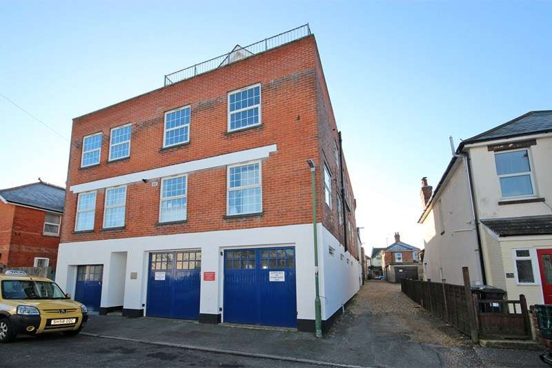 2 Bedrooms Apartment Flat for sale in Deans Road, Southbourne, Bournemouth